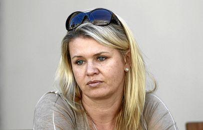 La mujer del piloto alemán vive un infierno.