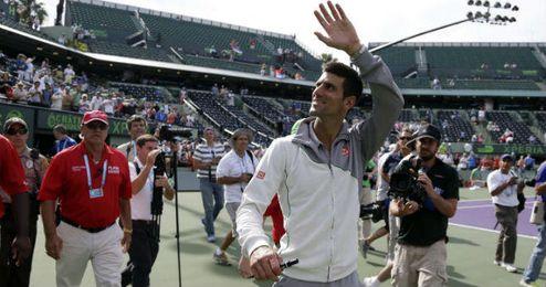 Djokovic saluda al público tras batir a Nadal en Cayo Vizcaíno.
