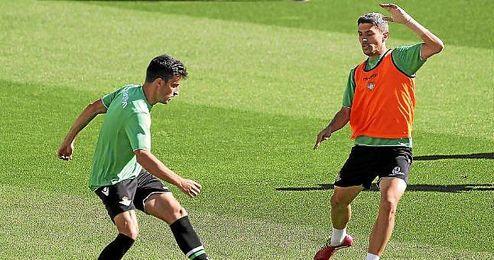 Salva Sevilla, durante un entrenamiento del Betis.
