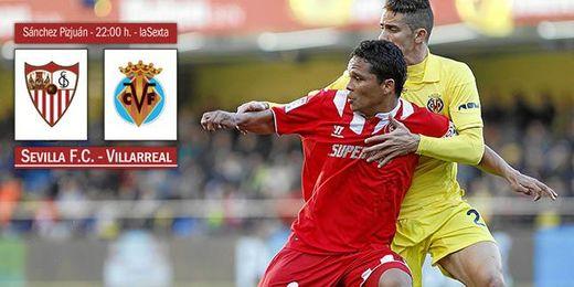 Bacca y Gabriel pugnan por un balón en el partido de la primera vuelta en El Madrigal.