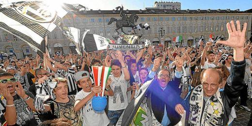 Los aficionados del equipo turinés celebraron la liga ayer.