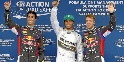 Los dos pilotos comparten podio con Hamilton.