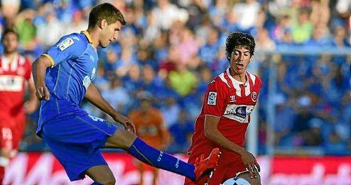 El delantero Carlos Fernández fue titular en Getafe y volverá a tener protagonismo.