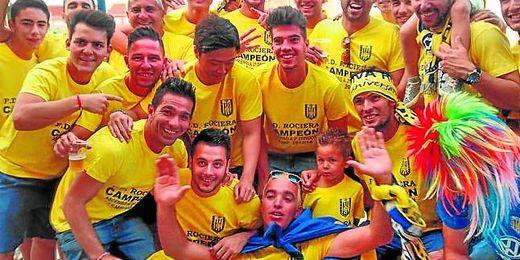 La Rociera celebró a lo grande en la tarde de ayer su brillante ascenso a Tercera división dos temporadas después.