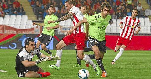 Andrés Fernández y Arribas, en el partido ante el Almería.
