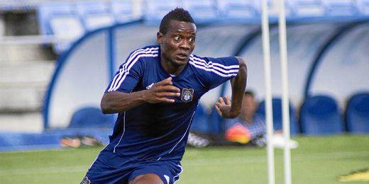 El futbolista durante un entrenamiento con el equipo onubense.