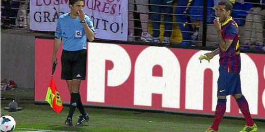 Dani Alves en el tan famoso incidente en Villarreal