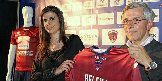 Helena Costa en su presentación con el Clermont Foot Auvergne