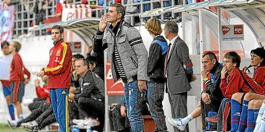 Garitano dirige a sus jugadores durante un partido del Eibar.