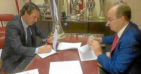 Emery firma la renovación del contrato con el Sevilla junto a Castro.
