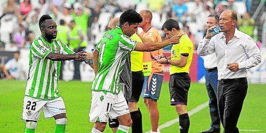 Juanfran (en la imagen, con Cedrick y Calderón) está decidido a marcharse.