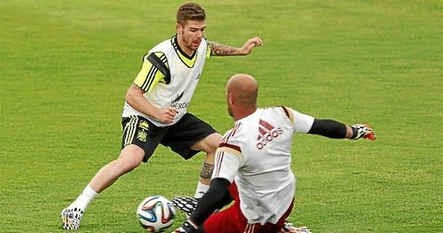 Alberto Moreno, en un entrenamiento con la selección.