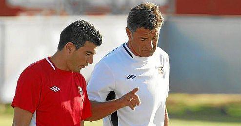 José Antonio Reyes y Míchel podrían volver a coincidir en un equipo, aunque el utrerano es reacio a salir del Sevilla.