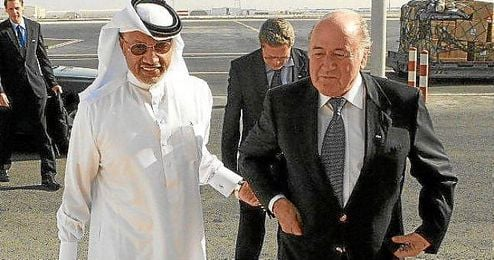 Mohamed bin Hammam junto a Joseph Blatter, presidente de la FIFA.