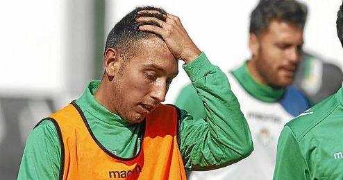 Varela se ha entrenado habitualmente con el primer equipo e incluso llegó a debutar contra el Rubin Kazan en la Europa League.