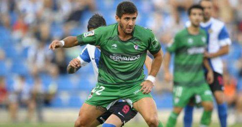 Raúl Navas durante un partido con el Eibar.