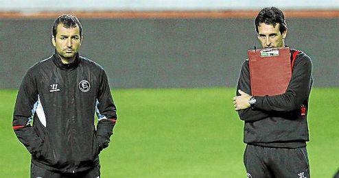 Diego Martínez y Unai Emery, durante un entrenamiento.