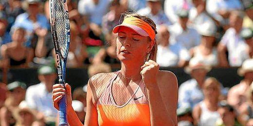 Sharapova celebrando un punto en la final de París.