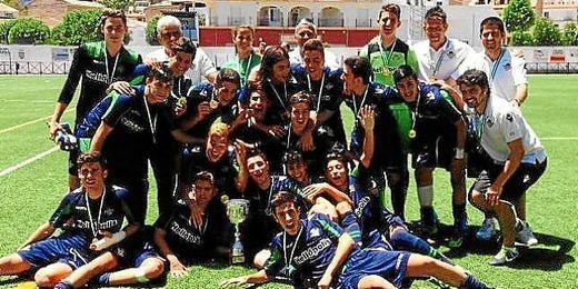 El Betis cadete, celebrando título de Campeón de Andalucía.