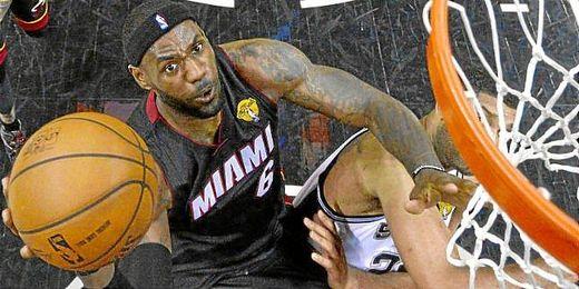 LeBron James da el triunfo a unos Miami Heats que empatan la serie.