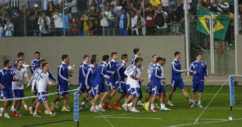 La afición brasileña se dio cita en masa para presenciar el entrenamiento de Argentina.