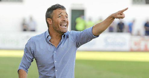 El técnico del filial, Óscar Cano.