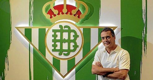 Alexis, en la imagen posando para ESTADIO, aprovechará el atractivo del club para fichar calidad.