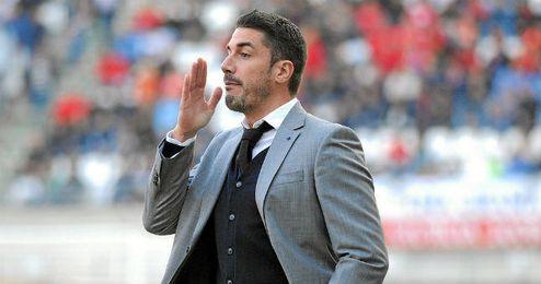 Julio Velázquez dirigiendo un partido de esta temporada con el Murcia