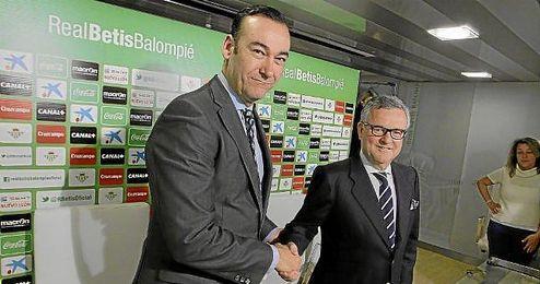 Fernando Casas y Manuel Domínguez Platas liderarán en estos días la búsqueda de un nuevo consejero.