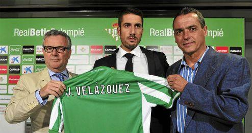 Velázquez, presentado junto a Domínguez Platas y Alexis.
