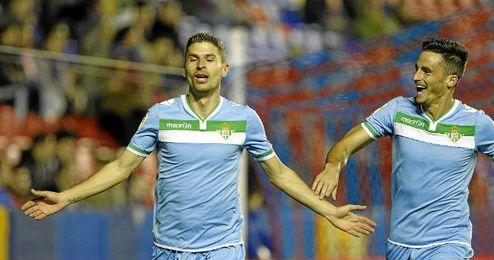 Salva Sevilla celebrando un gol frente al Levante