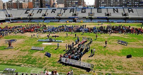 Imagen de las pésimas condiciones del césped en el estadio Cartagonova.