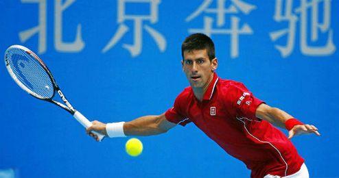 Djokovic a punto de golpear de derecha en el torneo de Pekín.