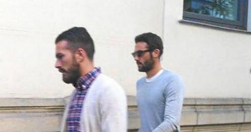 Iborra junto a Xavi Torres en su llegada a los juzgados.