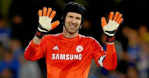 Petr Cech ha perdido la titularidad ante el ex del Atlético, Courtois.