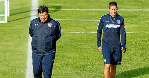 Simeone ha tenido que completar el entrenamiento con canteranos.