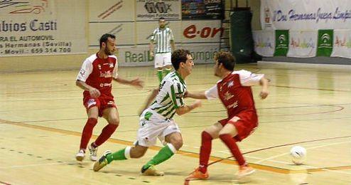 Un lance del encuentro entre Real Betis FSN y Racing Kallan Doors Alameda.