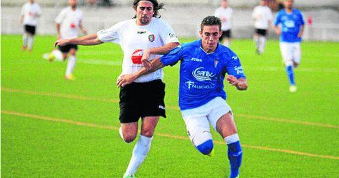 El rápido delantero gerenense Iván persigue a un rival del San Fernando.