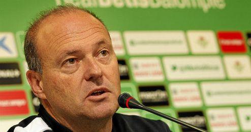 Pepe Mel, en rueda de prensa con el Real Betis