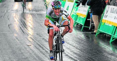 El ciclista lebrijano de 17 años, se ha unido al Fundación Contador tras realizar una temporada fructífera.