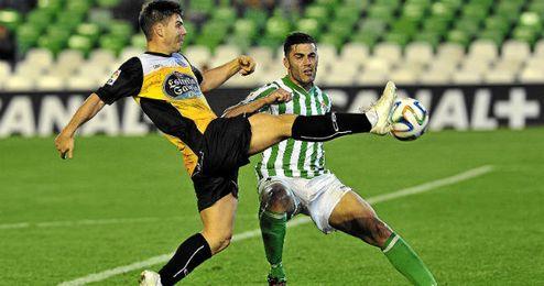 Bruno disputa un balón en el encuentro copero de ayer ante el Lugo