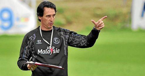 Emery dirige un entrenamiento en la ciudad deportiva nervionense.