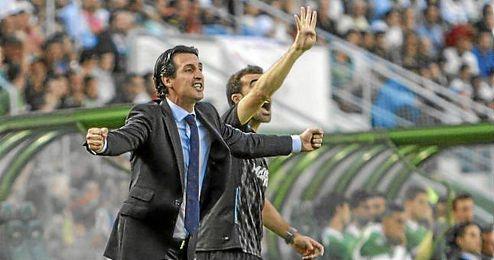 Emery en la banda del Martínez Valero.