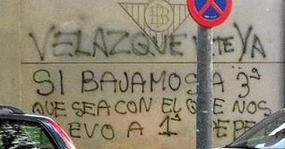 Pintadas en la Ciudad Deportiva del Betis en contra de Vel�zquez