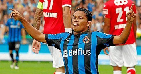 Carlos Bacca celebra un gol ante el Standard durante su etapa en el Brujas.