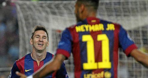 Messi celebra el gol junto a Neymar