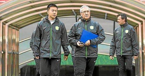 Manzano ha renovado hace una semana por el Guoan por dos temporadas.