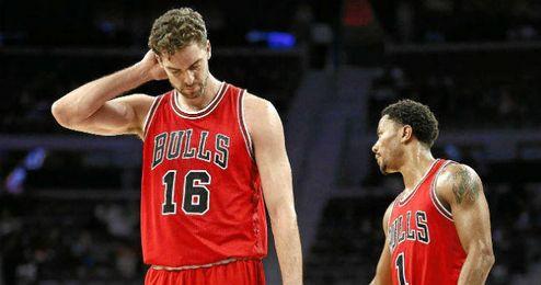Pau Gasol se lamenta tras caer derrotado en un partido con los Bulls.