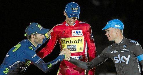 Valverde, Contador y Froome se saludan en el podio de la pasada edición.