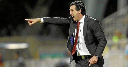 Emery dando instrucciones a sus jugadores ante el Rijeka